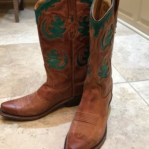 Fashionable ladies cowboy boots